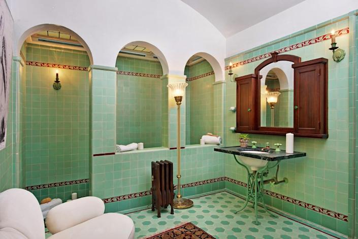 <p>The bathrooms in Artemesia have been restored, mostly with the original tiling and fixtures. Beyond the arches you'll find a step-down shower (next photo).<br></p>