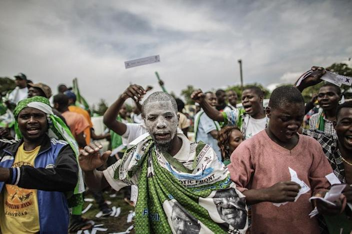 Supporters of the Zambian ruling party Patriotic Front presidential candidate Edgar Lungu cheer as they wait for his arrival for the last presidential campaign rally on January 19, 2015 in Lusaka (AFP Photo/Gianluigi Guercia)
