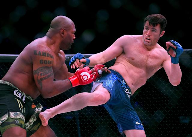 INGLEWOOD, CA – JANUARY 20: Chael Sonnen (blue gloves) as he defeated Quinton Jackson (red gloves) in their Heavyweight World Title fight at Bellator 192 at The Forum on January 20, 2018 in Inglewood, California. (Getty Images)