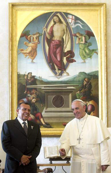 Pope Francis poses with Honduras' President Porfirio Lobo Sosa, during a private audience at the Vatican, Friday, Sept. 20, 2013. (AP Photo/Claudio Peri, Pool)