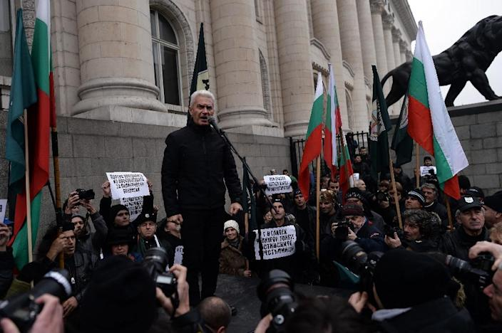 Volen Siderov, leader of the ultra-nationalist Ataka party, speaks to supporters during a rally outside the court palace in Sofia on January 8, 2014 (AFP Photo/Dimitar Dilkoff)