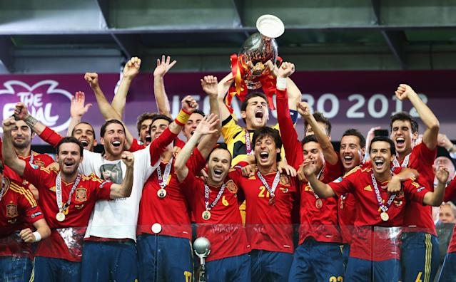 KIEV, UKRAINE - JULY 01: Iker Casillas (C) of Spain lifts the trophy as he celebrates with his team-mates following victory in the UEFA EURO 2012 final match between Spain and Italy at the Olympic Stadium on July 1, 2012 in Kiev, Ukraine. (Photo by Alex Grimm/Getty Images)