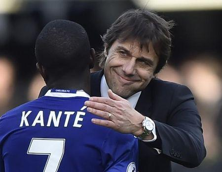 Chelsea manager Antonio Conte and N'Golo Kante celebrate after the game