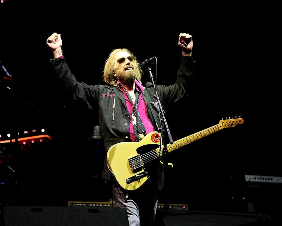 """<p>On Oct. 2, the iconic rocker and Heartbreakers frontman died, after being <a rel=""""nofollow"""" href=""""https://www.yahoo.com/music/tom-petty-dies-rock-legend-040855489.html"""" data-ylk=""""slk:found unconscious;outcm:mb_qualified_link;_E:mb_qualified_link;ct:story;"""" class=""""link rapid-noclick-resp yahoo-link"""">found unconscious</a> and in cardiac arrest at his home in Malibu, Calif. It was a loss that left the music world reeling. The Rock and Roll Hall of Famer, whose many hits include """"I Won't Back Down,"""" """"Free Fallin',"""" and """"Learning to Fly,"""" was 66. """"It's shocking, crushing news,"""" Bob Dylan, Petty's bandmate in the Traveling Wilburys, said in a statement to <a rel=""""nofollow noopener"""" href=""""https://www.rollingstone.com/music/news/tom-petty-rock-iconoclast-who-led-the-heartbreakers-dead-at-66-w506651"""" target=""""_blank"""" data-ylk=""""slk:Rolling Stone"""" class=""""link rapid-noclick-resp""""><i>Rolling Stone</i></a>. """"I thought the world of Tom. He was a great performer, full of the light, a friend, and I'll never forget him."""" (Photo: Getty Images) </p>"""
