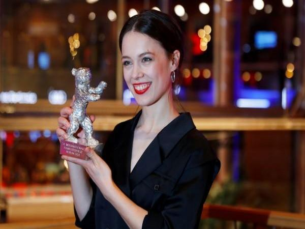 Paula Beer poses with the Silver Bear for Best Actress for 'Undine'