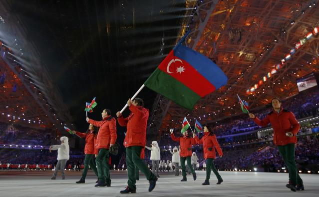 Azerbaijan's flag-bearer Patrick Barchner leads his country delegation during the opening ceremony of the 2014 Sochi Winter Olympic Games at Fisht stadium February 7, 2014. REUTERS/Brian Snyder (RUSSIA - Tags: OLYMPICS SPORT)
