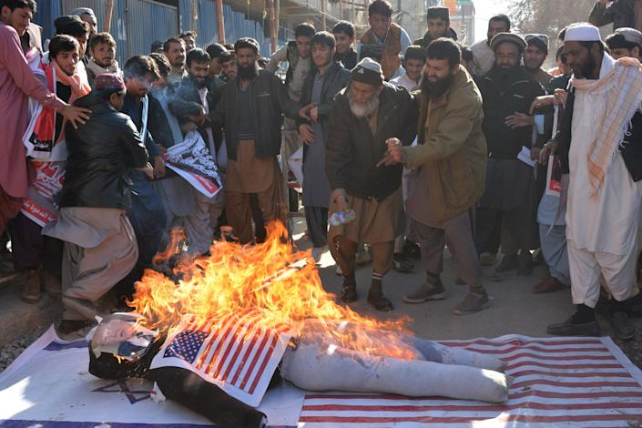 Protesters burn an effigy depecting Trump duringa protest in Quetta, Pakistan on December 7, 2017.