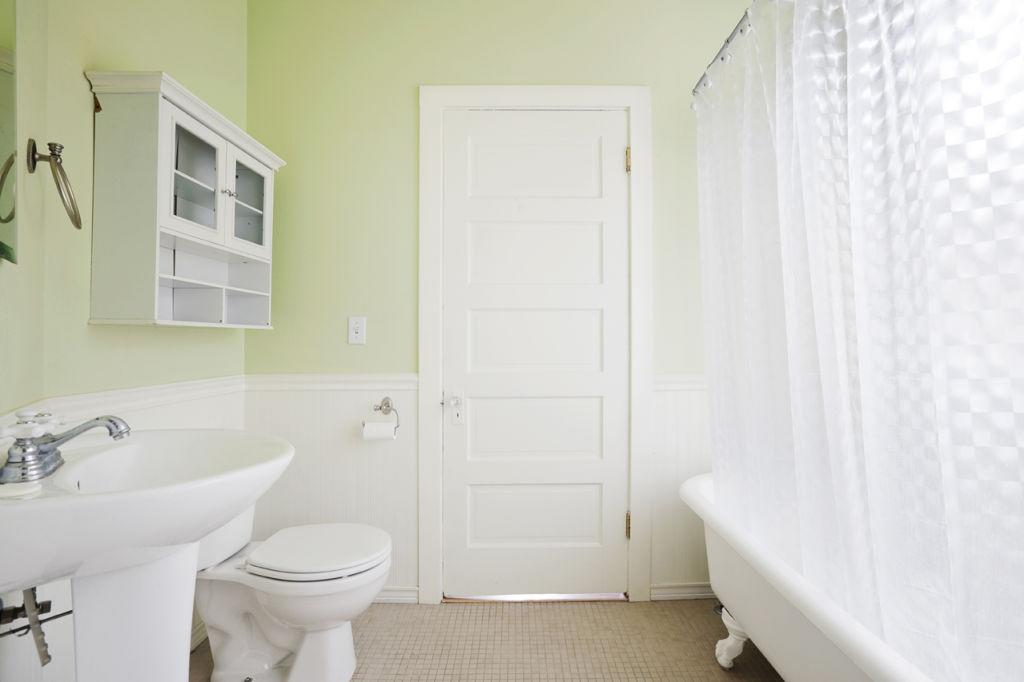 How to speed clean your home in 30 minutes for How often to clean bathroom