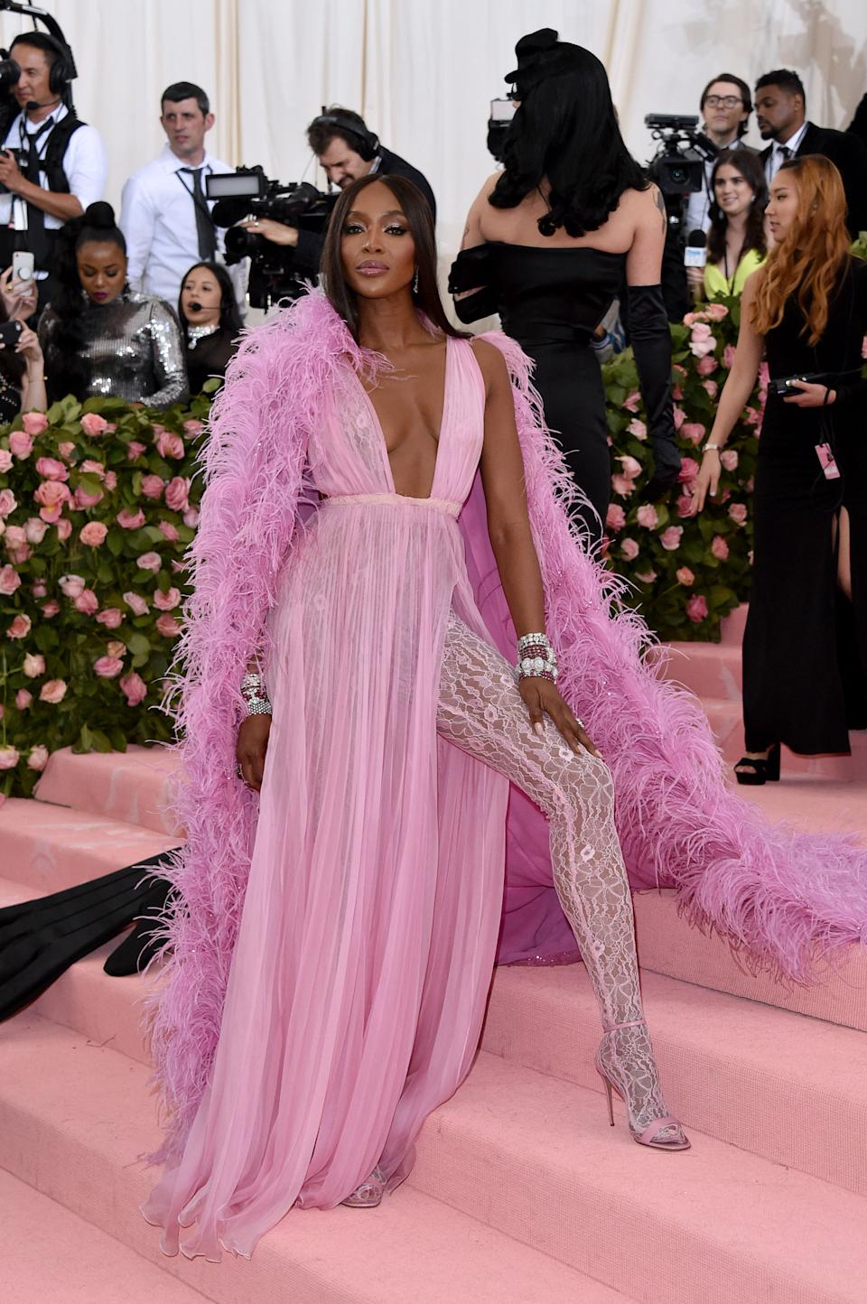 """<h1 class=""""title"""">Naomi Campbell in Valentino wearing Bulgari jewelry</h1><cite class=""""credit"""">Photo: Getty Images</cite>"""