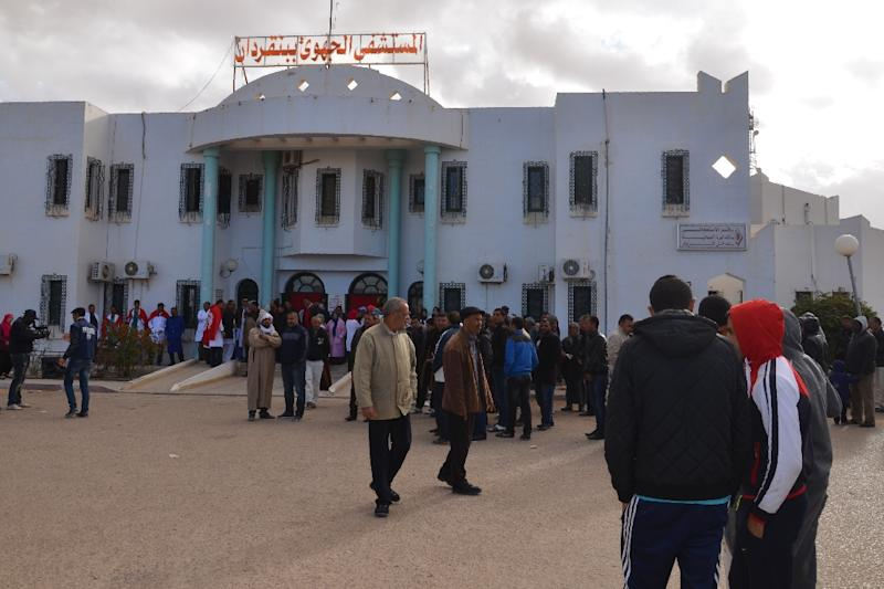 Locals and journalists gather outside a hospital in the Tunisian town of Ben Guerdane near the Libyan border on March 9, 2016 (AFP Photo/Fathi Nasri)