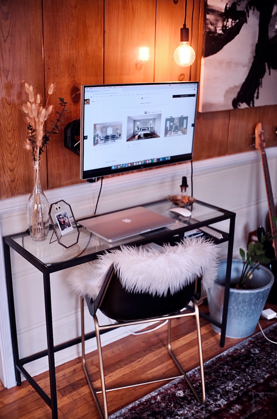 No space? No problem. A console table is just the right width for a laptop and a few accessories. (Photo: Havenly)