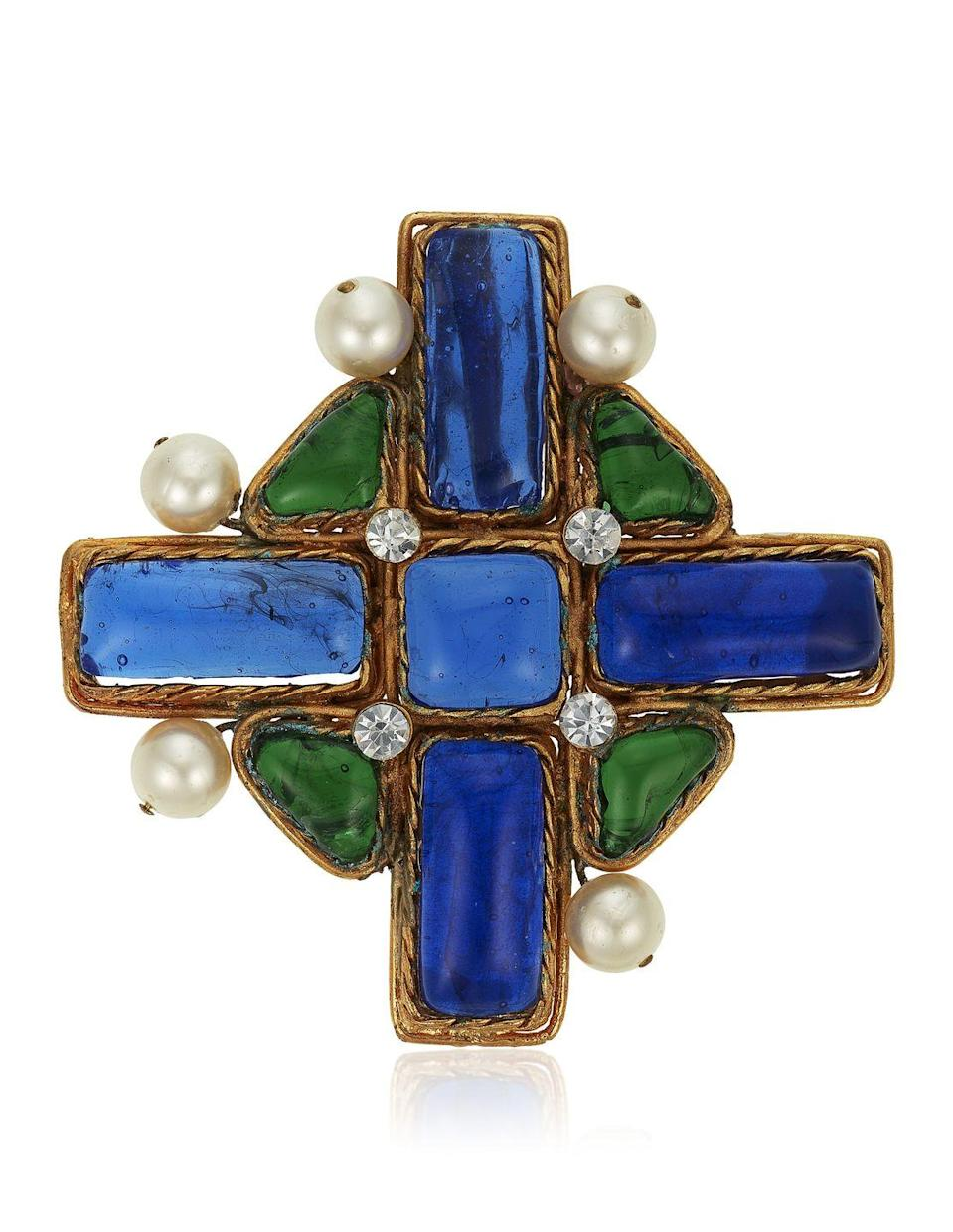 <p>This swoon-worthy brooch is estimated to be worth $1,000 to $1,500.</p>