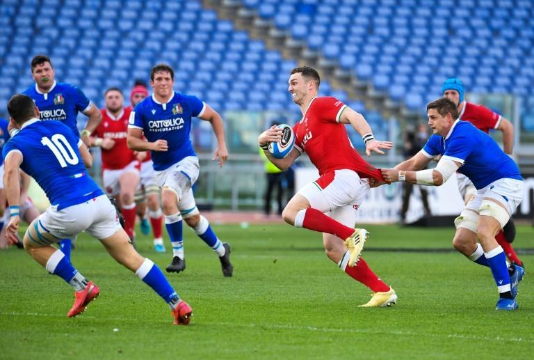 Italy flanker Johan Meyer (R) holds back Wales' wing George North who scored a try in Rome