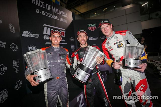 "Podio: il vincitore della gara Esteban Guerrieri, ALL-INKL.COM Münnich Motorsport Honda Civic Type R TCR, il secondo classificato Mikel Azcona, PWR Racing CUPRA TCR, il terzo classificato Johan Kristoffersson, SLR Volkswagen Volkswagen Golf GTI TCR <span class=""copyright"">WTCR </span>"
