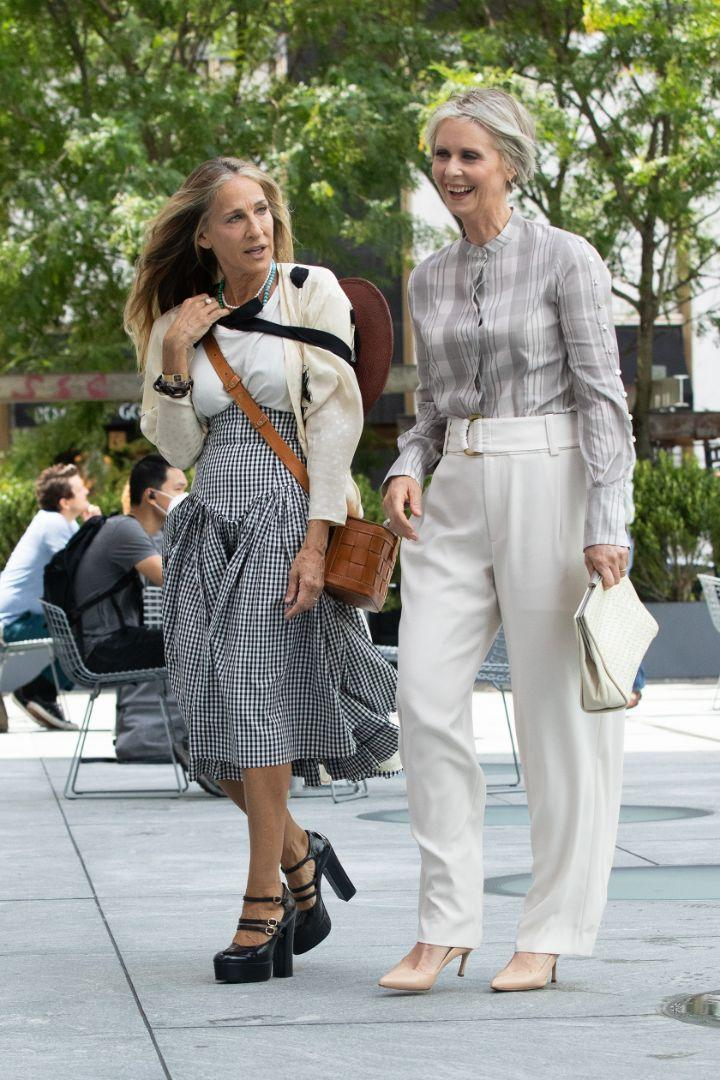 """Sarah Jessica Parker and Cynthia Nixon on location of """"Sex and the City"""" reboot, New York, July 9. - Credit: RCF/MEGA"""