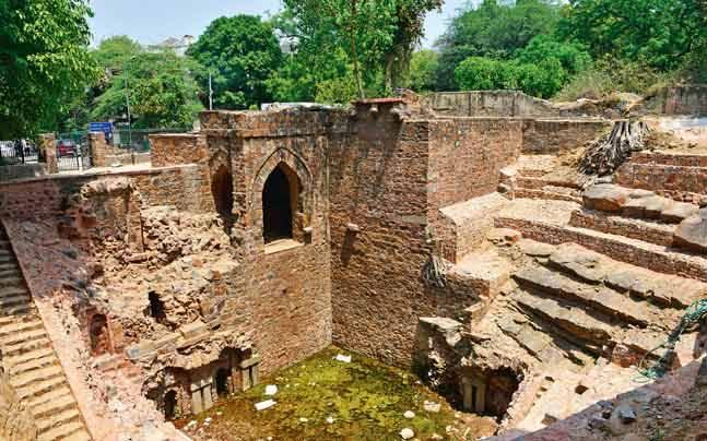 Delhi: 650-year-old baoli built by Firuz Shah Tughlaq becomes an eye-sore