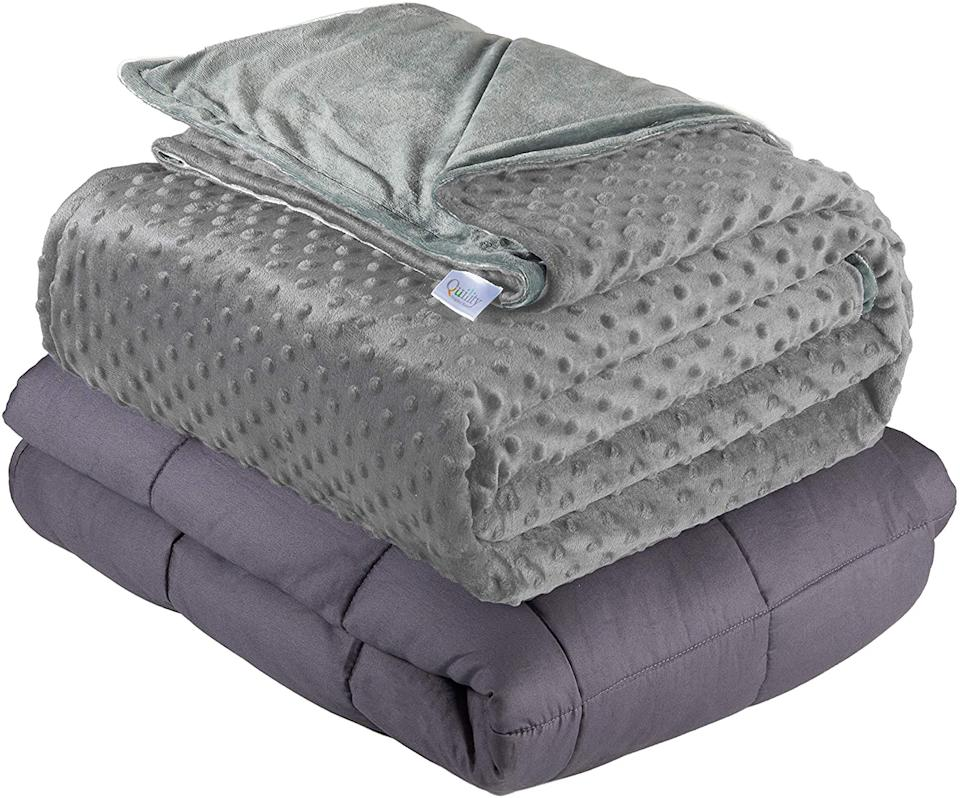 Quility Weighted Blanket. Image via Amazon.