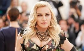 Man sues Madonna for starting concert two hours late!