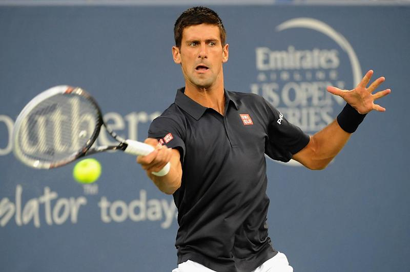 Tennis - Robredo topples Djokovic in Cincy