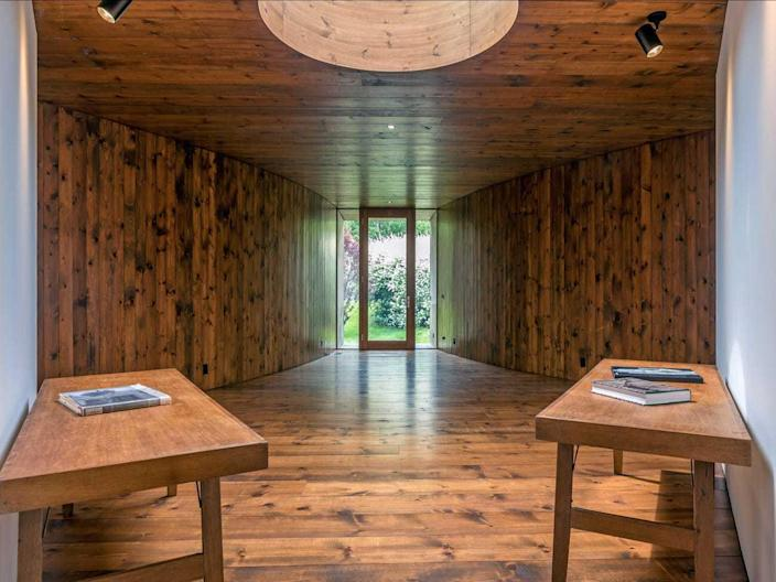 The interiors of the guest house are elegantly clad in stained wood, with minimal furniture around to interfere.