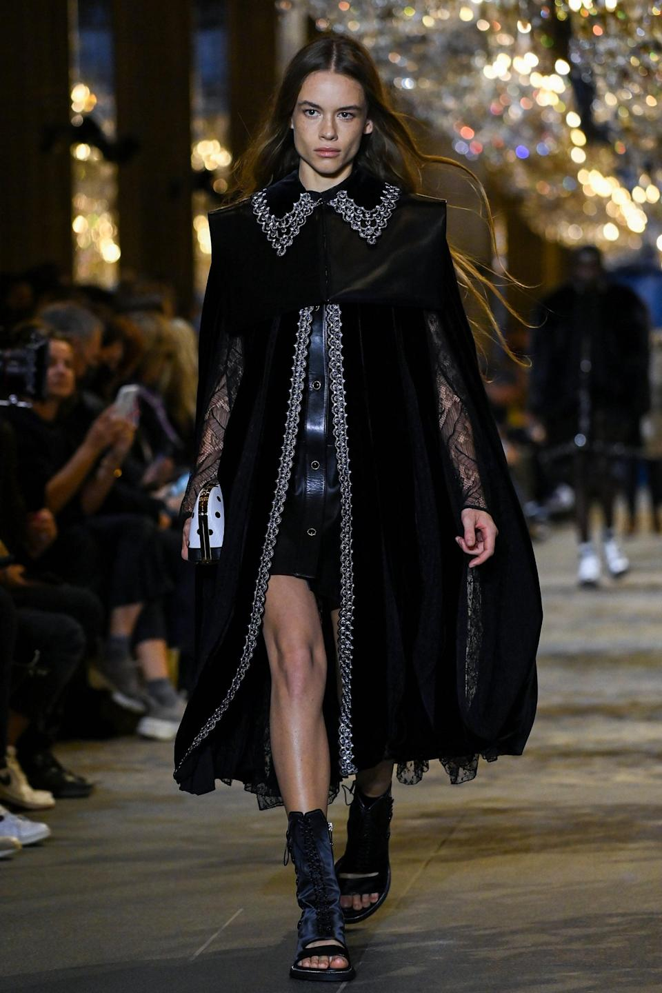 <p>This is amazing in a Hermione Granger reimagined as goth kind of way.</p>