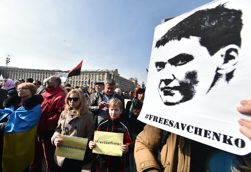 """Protesters hold placards reading """"Free Savchenko!"""" during a rally supporting the jailed Ukrainian pilot in Kiev on March 6, 2016 (AFP Photo/Sergei Supinsky)"""
