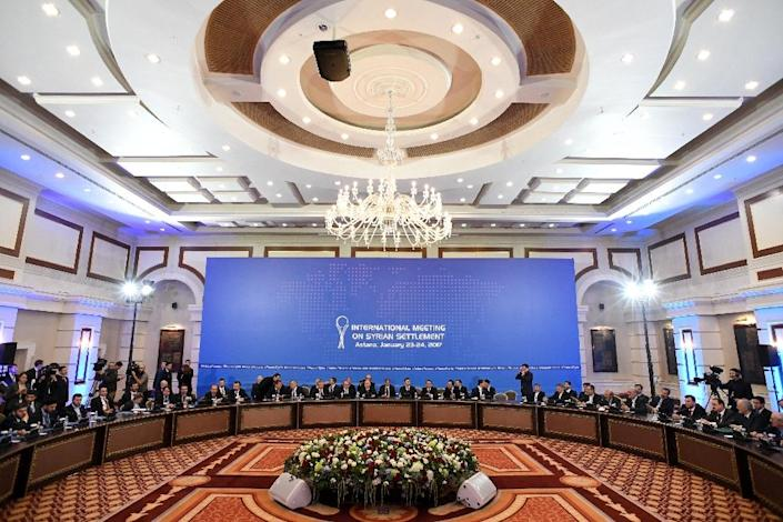Representatives of the Syria regime and rebel groups along with other attendees take part in the first session of Syria peace talks at Astana's Rixos President Hotel on January 23, 2017 (AFP Photo/Kirill KUDRYAVTSEV)