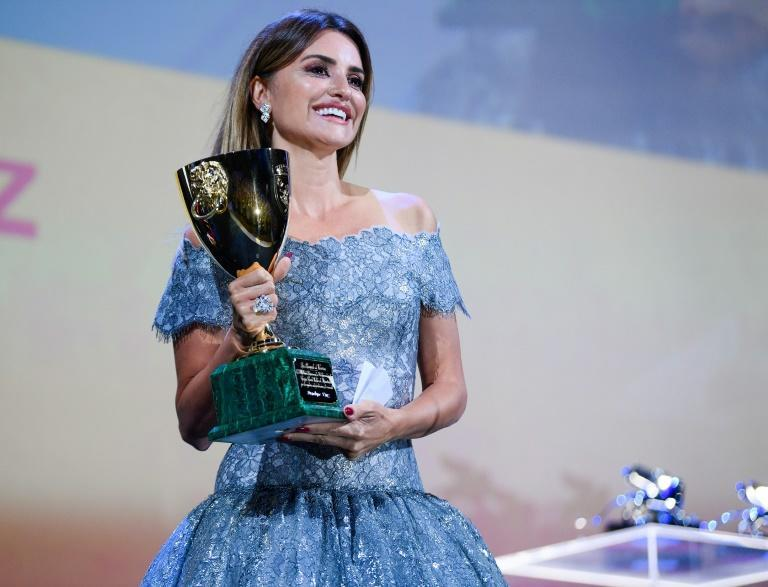 Accepting the award, Cruz paid tribute to her director Pedro Almodovar (AFP/Filippo MONTEFORTE)