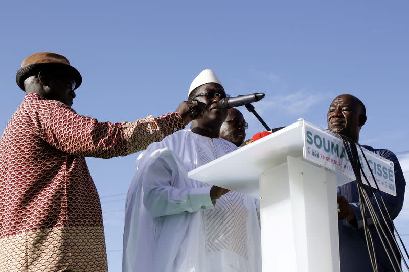 FILE PHOTO: Soumaila Cisse, leader of opposition party URD (Union for the Republic and Democracy) speaks during a meeting in protest of the presidential inauguration of Mali's President Ibrahim Boubacar Keita in Bamako