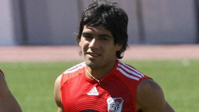 <p>Radamel Falcao had his signature sleek locks cut when he joined Chelsea in 2015, and for as long as he's been in Europe, the Colombian has never had a hair out of place.</p> <br><p>That wasn't quite the case during his early days at River Plate when it was a bit of messy mop that covered the deadly striker's head.</p>