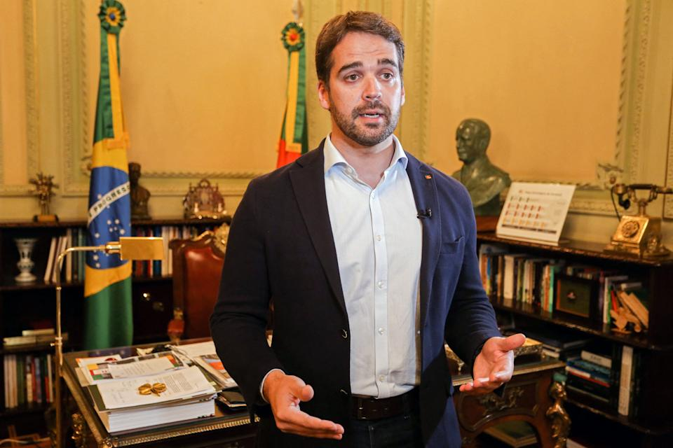 Handout picture released by Agencia Piratini showing Rio Grande do Sul Governor Eduardo Leite talking at his office of the Piratini Palace in Porto Alegre, Rio Grande do Sul, Brazil, on March 31, 2020. A Brazilian governor and possible presidential candidate came out as gay on July 2, 2021, causing a stir in a country experiencing an ultra-conservative wave under President Jair Bolsonaro, known for his homophobic comments. - RESTRICTED TO EDITORIAL USE - MANDATORY CREDIT AFP PHOTO / AGENCIA PIRATINI / FELIPE DELLA VALLE- NO MARKETING NO ADVERTISING CAMPAIGNS -DISTRIBUTED AS A SERVICE TO CLIENTS  / AFP / Agencia Piratini / Agencia Piratini / Agencia Piratini / Agencia Piratini / Felipe DELLA VALLE / RESTRICTED TO EDITORIAL USE - MANDATORY CREDIT AFP PHOTO / AGENCIA PIRATINI / FELIPE DELLA VALLE- NO MARKETING NO ADVERTISING CAMPAIGNS -DISTRIBUTED AS A SERVICE TO CLIENTS