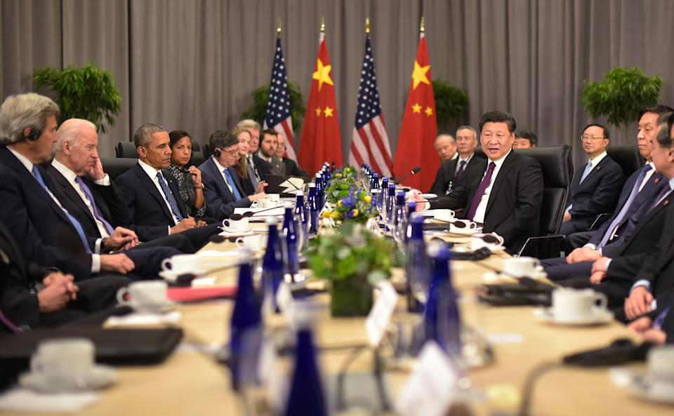 China's President Xi Jinping (4th R) speaks during a bilateral meeting with US President Barack Obama on the sidelines of the Nuclear Security Summit at the Walter E. Washington Convention Center on March 31, 2016 in Washington, DC.  From left are US Secretary of State John Kerry and US Vice President Joe Biden. / AFP / MANDEL NGAN        (Photo credit should read MANDEL NGAN/AFP via Getty Images)