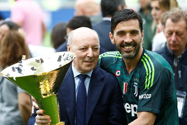 Soccer Football - Serie A - Juventus vs Hellas Verona - Allianz Stadium, Turin, Italy - May 19, 2018 Juventus' Gianluigi Buffon celebrates winning the league with Juventus CEO Giuseppe Marotta and the trophy REUTERS/Stefano Rellandini