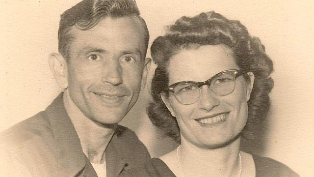 Iowa Couple Married 72 Years Dies Holding Hands, an Hour Apart