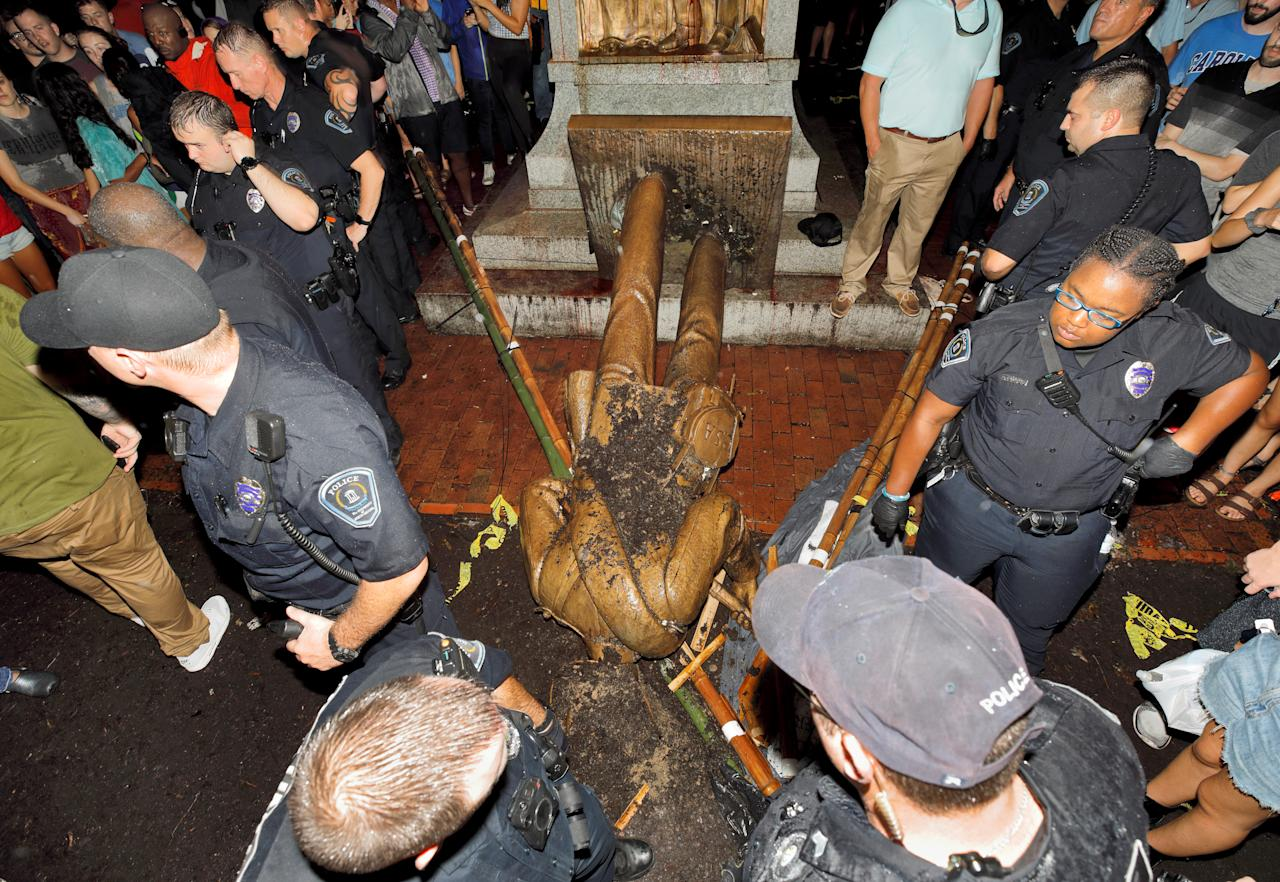<p>University of North Carolina police surround the toppled statue of a Confederate soldier nicknamed Silent Sam on the school's campus after a demonstration for its removal in Chapel Hill, N.C., Aug. 20, 2018. (Photo: Jonathan Drake/Reuters) </p>