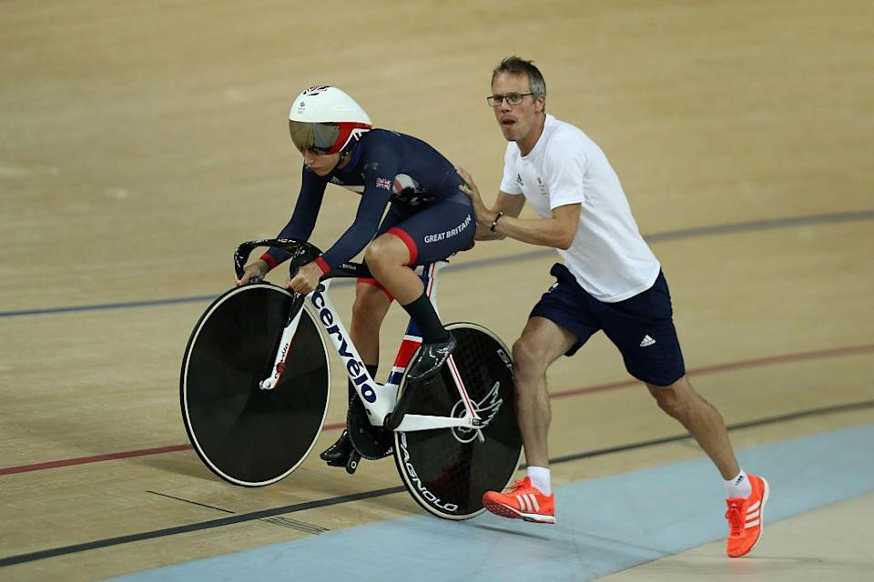 Paul Manning pushes Laura Kenny up onto the track at the Rio 2016 Olympic Games