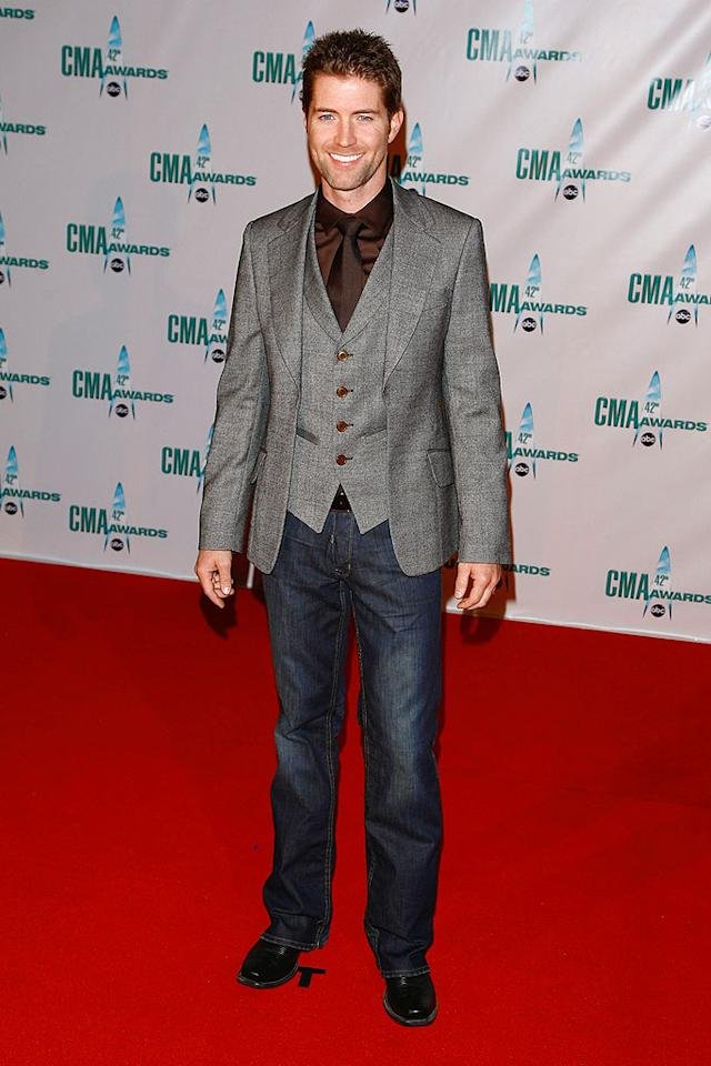"""Thankfully, Josh Turner's killer eyes and boyish grin made up for his mismatched mess of an outfit. Jemal Countess/<a href=""""http://www.wireimage.com"""" target=""""new"""">WireImage.com</a> - November 12, 2008"""