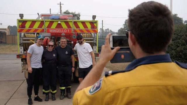 Australia cricketers Tim Paine and Nathan Lyon visit areas affected by bushfires