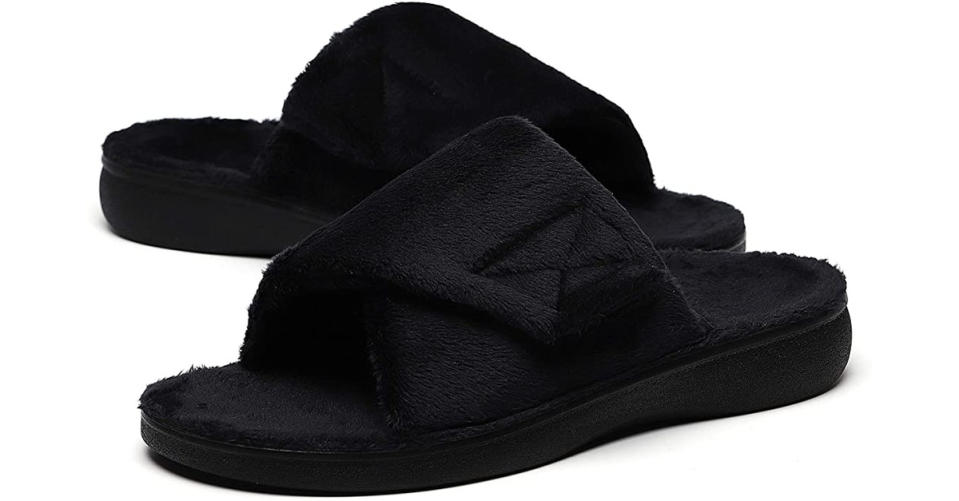 Sollbeam Fuzzy House Slippers (Photo: Amazon)