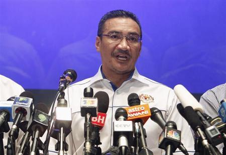 Malaysia's Transport and Defence Minister Hishamuddin Hussein speaks at a news conference at a hotel near Kuala Lumpur International Airport in Sepang March 9, 2014. REUTERS/Edgar Su