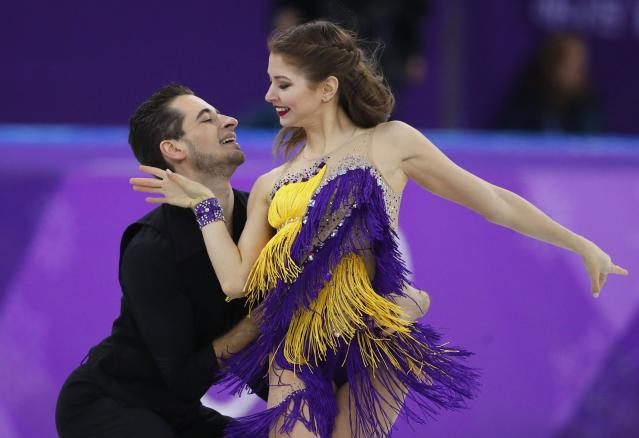 <p>Alexandra Nazarova and Maxim Nikitin of Ukraine perform. REUTERS/Phil Noble </p>