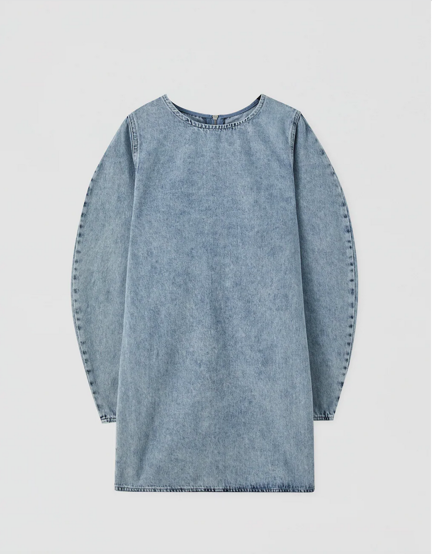 "<p>Denim-mania, portaci via. Il vestito di jeans è must have.<br></p><p>PULL & BEAR, €7,99</p><p><a class=""link rapid-noclick-resp"" href=""https://go.skimresources.com?id=86393X1538931&xs=1&url=https%3A%2F%2Fwww.pullandbear.com%2Fit%2Fdonna%2Fsaldi%2Fpreferiti-saldi%2Fvestito-in-jeans-voluminoso-c1030104013p502191702.html%3FcS%3D406"" rel=""nofollow noopener"" target=""_blank"" data-ylk=""slk:ACQUISTA ORA AI SALDI"">ACQUISTA ORA AI SALDI</a></p>"