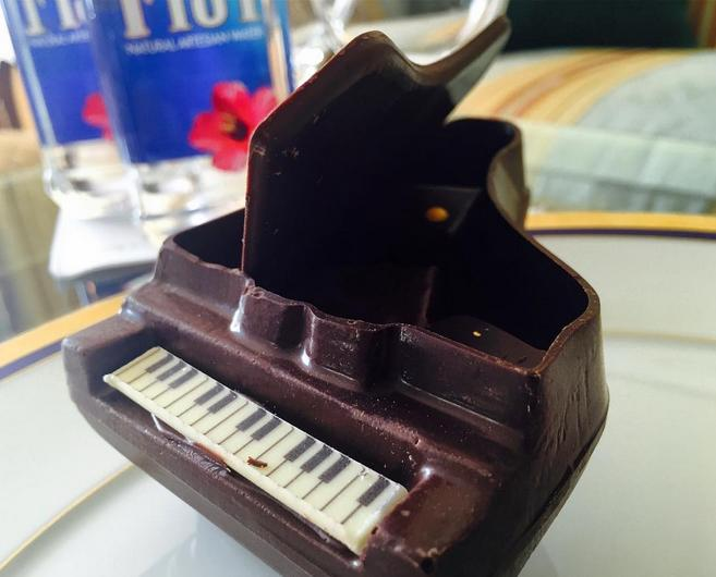 "<p>Forget the chocolate for you pillow! If you're a Grammy Award-winning artist you get chocolate baby grand pianos in your hotel. </p><p><i>Photo: Instagram/<a href=""https://instagram.com/samsmithworld/"">samsmithworld</a></i><br /></p>"
