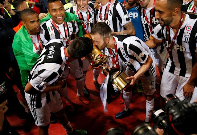 Soccer Football - Coppa Italia Final - Juventus vs AC Milan - Stadio Olimpico, Rome, Italy - May 9, 2018 Juventus' Miralem Pjanic and Paulo Dybala kiss the trophy as they celebrate after winning the Coppa Italia REUTERS/Stefano Rellandini