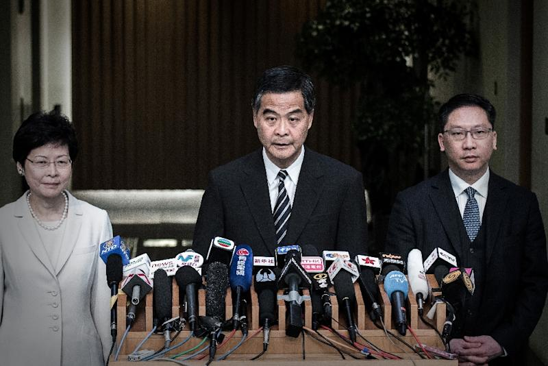 Hong Kong Chief Executive Leung Chun-ying (C) speaks at a press conference on April 22, 2015 (AFP Photo/Philippe Lopez)