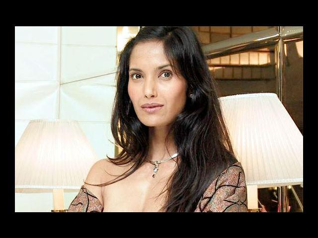 <b>2. Padma Lakshmi </b><br>Padma Lakshmi is a well-known and recognizable face on the global modelling circuit. She has done modeling for top designers such as Emanuel Ungaro, Ralph Lauren and Alberta Ferratti and has appeared on the covers of 'RedBook', 'VogueIndia', 'FHM', 'Cosmopolitan', 'L'Officiel India', 'Asian Woman', 'Avenue', 'Industry Magazine', 'Marie Claire', 'Harper's Bazaar', 'Town & Country' and 'Newsweek'.