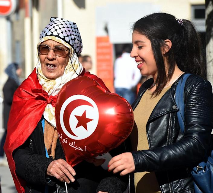 Tunisians throng Habib Bourguiba Avenue in Tunis to mark the fifth anniversary of the 2011 revolution (AFP Photo/Fethi Belaid)
