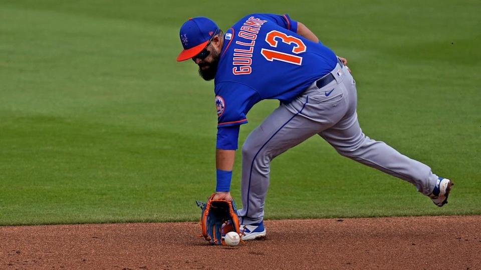 Mets' Luis Guillorme backhands a groundball in spring training