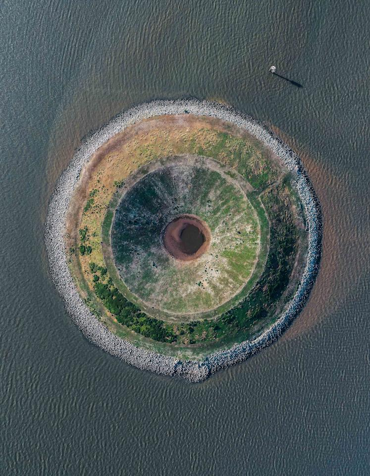 <p>Isla con forma de ojo. (J.P. Andrews y Mike Andrews/Caters News) </p>