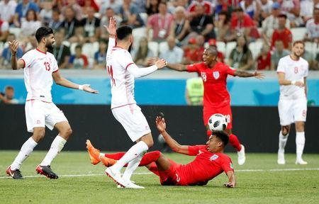 Soccer Football - World Cup - Group G - Tunisia vs England - Volgograd Arena, Volgograd, Russia - June 18, 2018 England's Jesse Lingard in action with Tunisia's Dylan Bronn and Ferjani Sassi REUTERS/Jorge Silva